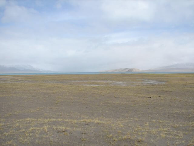 Plains in front of a lake